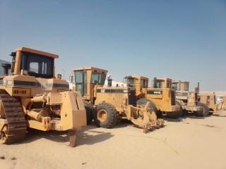 معدات ثقيلة للايجار بالمنطقة الشرقية شيول لودر قلابات تناكر مياه بلدوزر لوابد سطحات