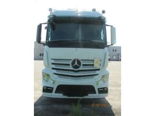 شاحنة مرسيدس أكتروس موديل 2014 بحالة نظيفة لا تحتاج منك أي مصاريف للتشغيل