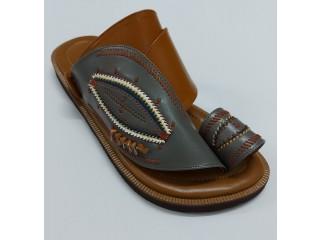 الأسد الذهبي للأحذية الرجالية