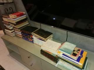 كتب متنوعة و قديمة مختلفة المجالات